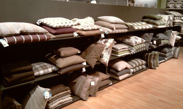 Kuschelzeit mit Decken und Kissen